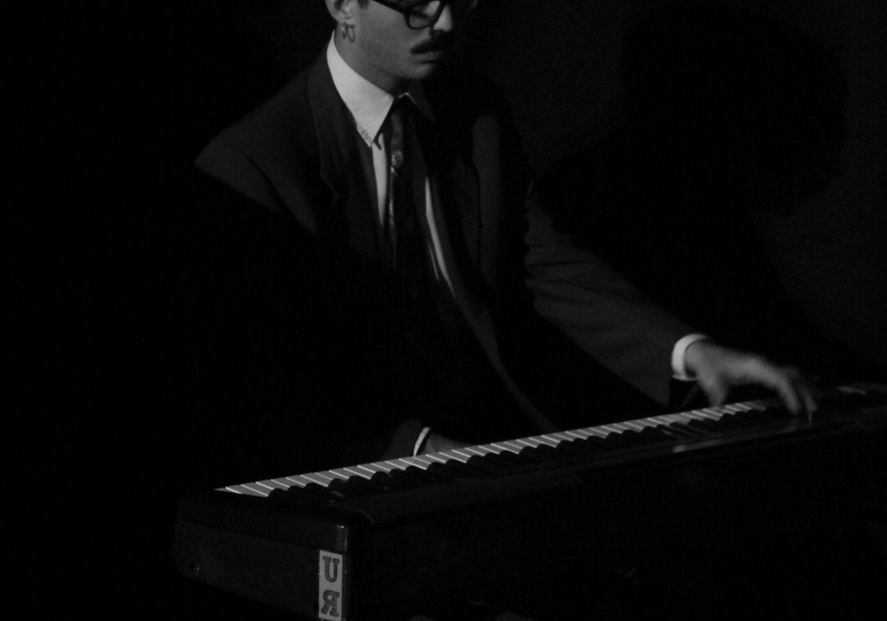 Melo Clemente - Piano & Vocals